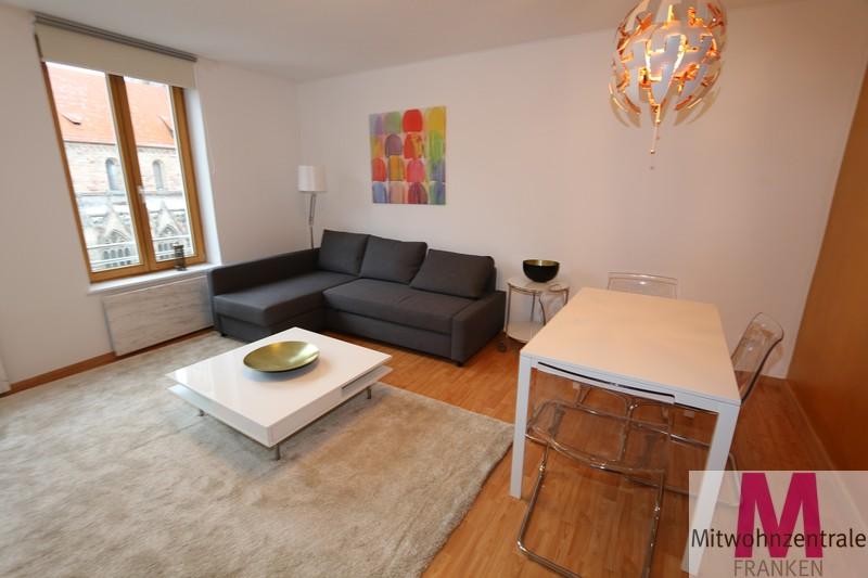 sch ne altstadtwohnung mit blick auf die sebalduskirche. Black Bedroom Furniture Sets. Home Design Ideas